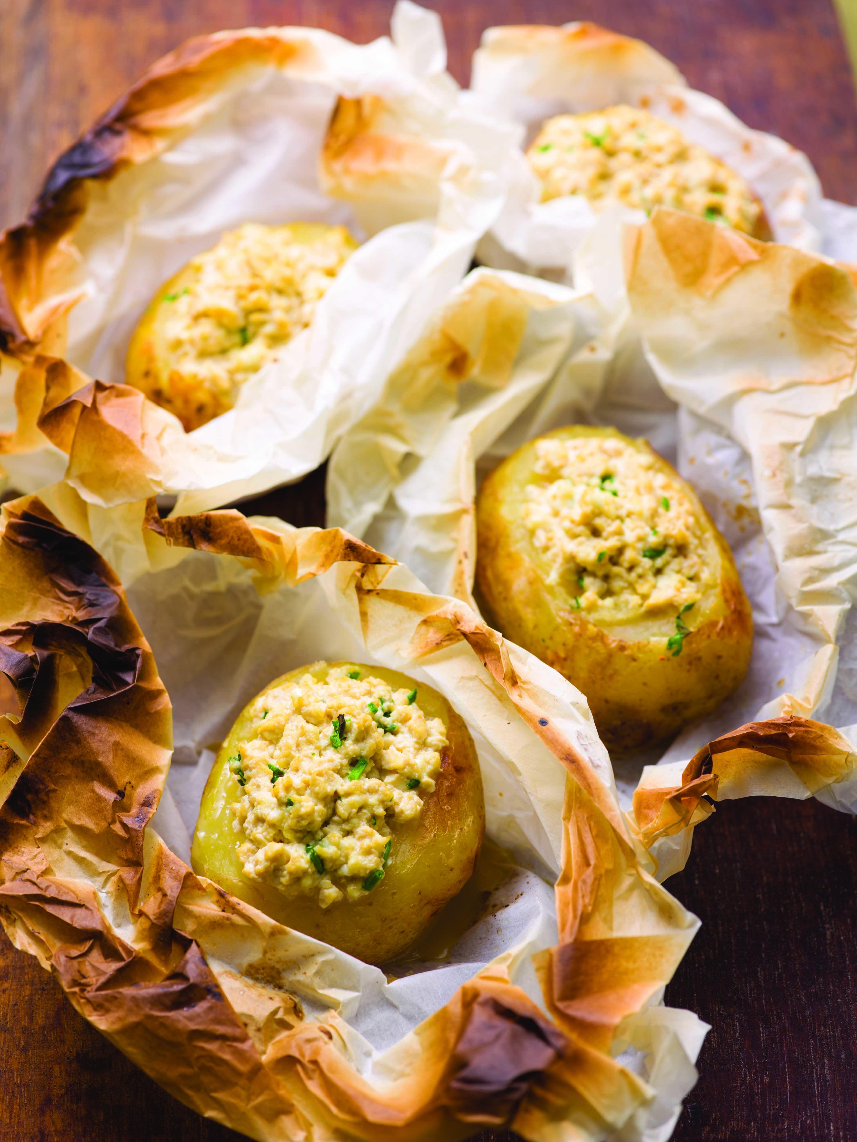 Batatas recheadas com seitan e molho de soja